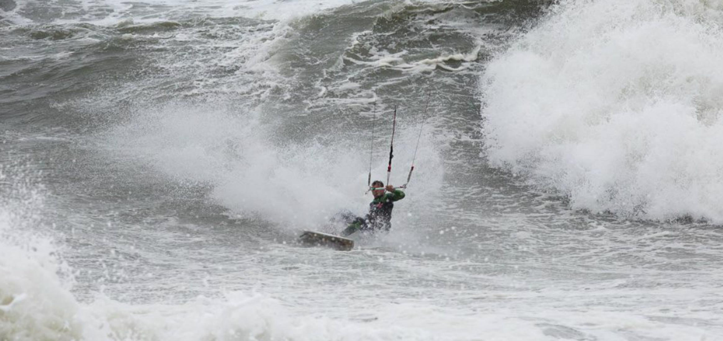 EPIC Kites - Dimitri Riding Hurricane Joaquin Swell