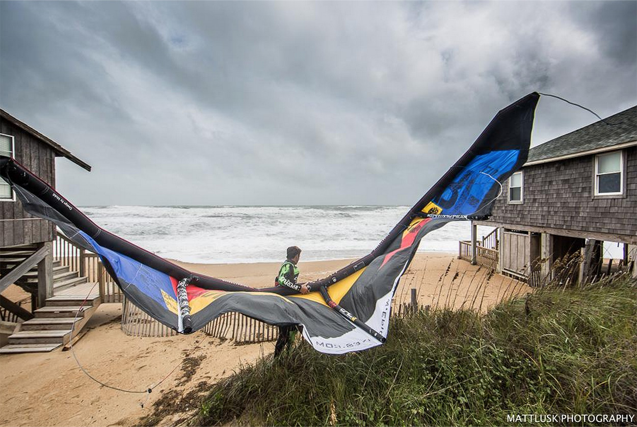 EPIC Kites - Dimitri Riding Hurricane Joaquin Swell