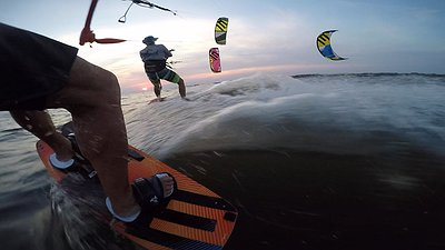 How to exchange 2 kites in the water video