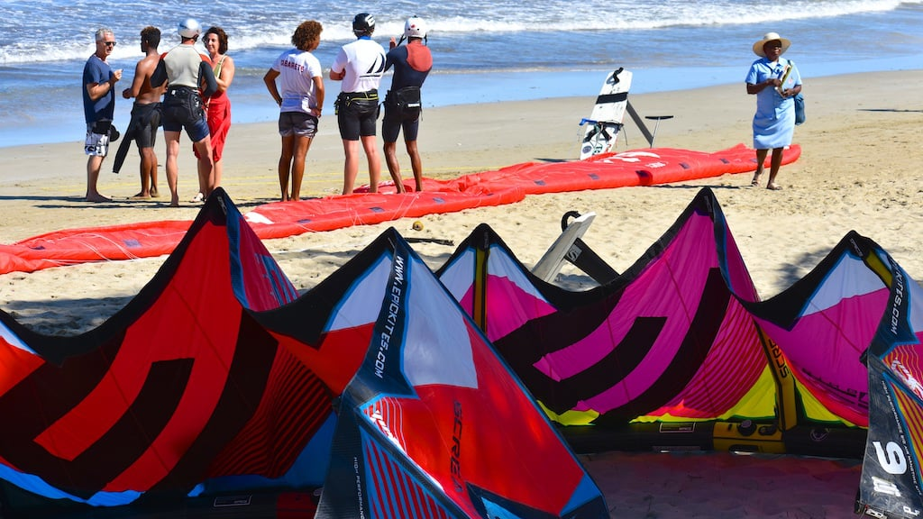 Foil Kite Racing with the Cabarete crew - with Epic Kites Kiteboarding