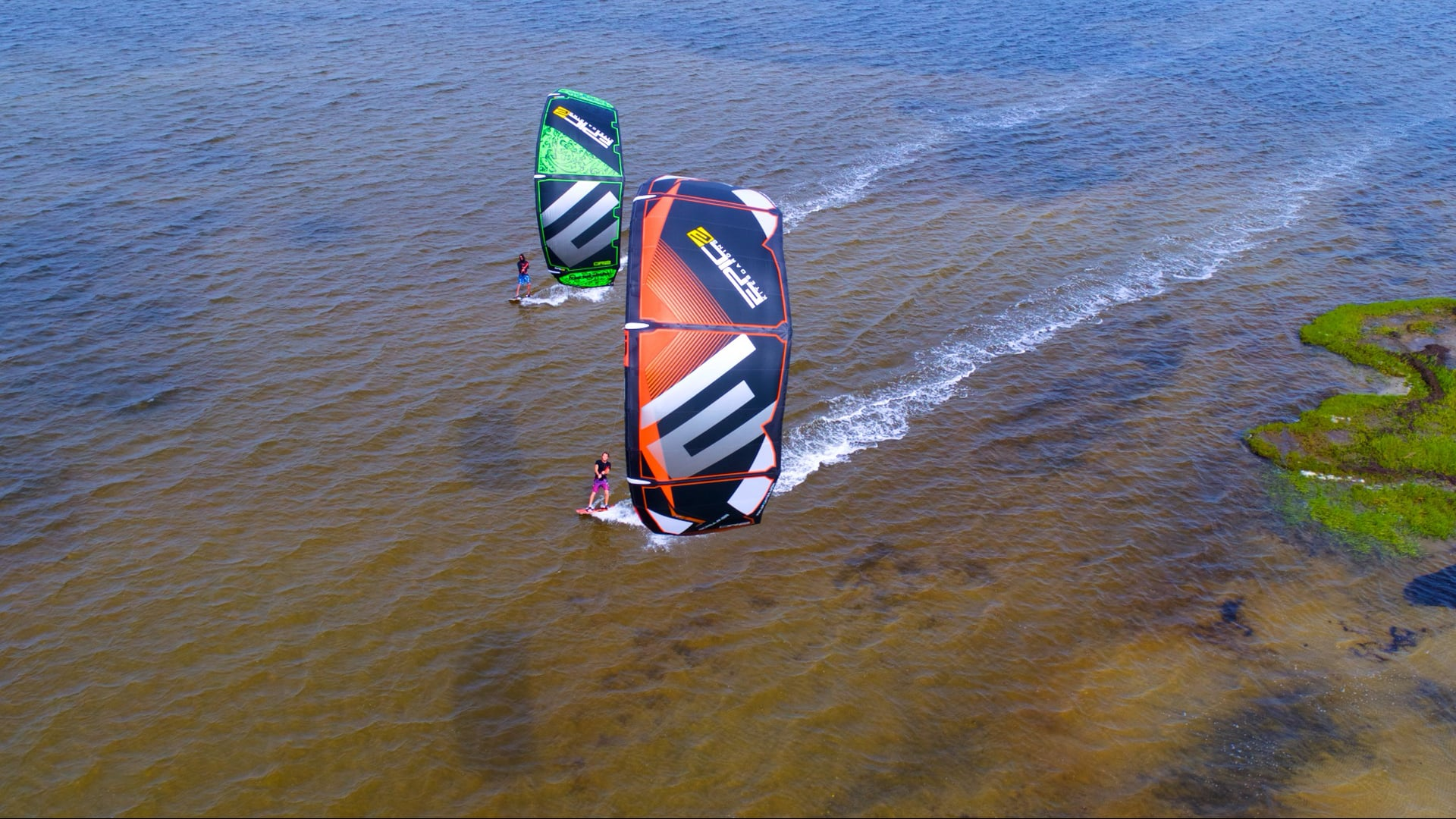 How to exchange 2 kites in the water - with Epic Kites Kiteboarding