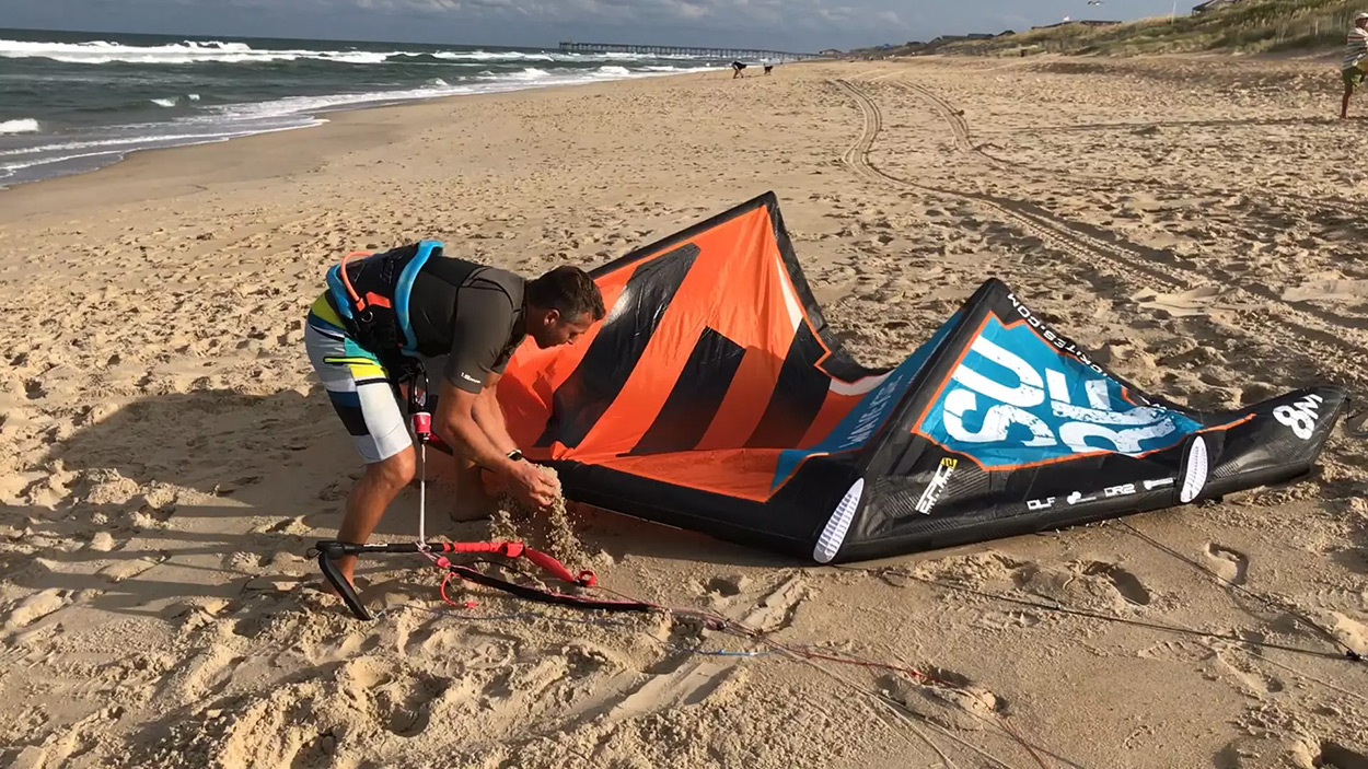 How to land a kite by yourself using the middle lines - with Epic Kites Kiteboarding