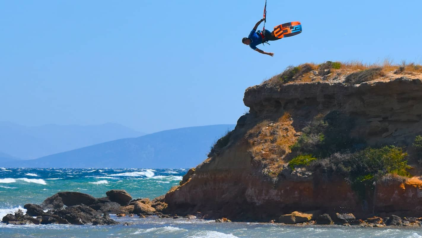 Kitesurfers on the run - with Epic Kites Kiteboarding