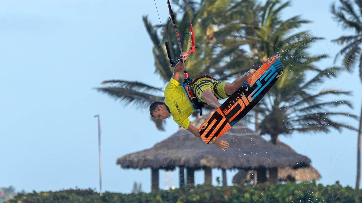 Kitesurfing Epidemic - with Epic Kites Kiteboarding