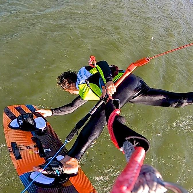 Checking Randy Rawcliffe winging from above 😏 #kiteboarding #kitesurfing #kiting #winging #foilingtechnique #epickites