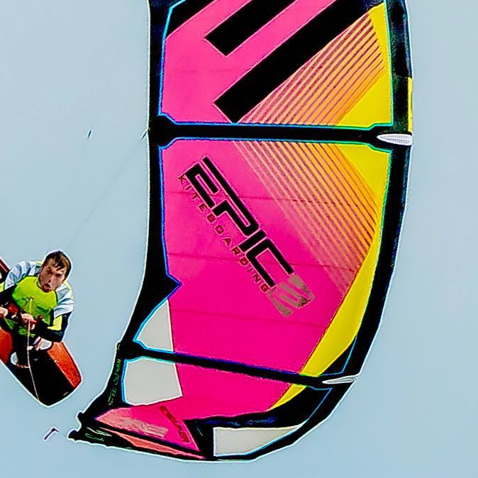 Pro Rider and owner of EPIC KITES, having an epic time on the SCREAMER 9m 😏👍. #nickmandalouphotos @nickmandalou #epickites #kitesurfing #kiteboardingphotography